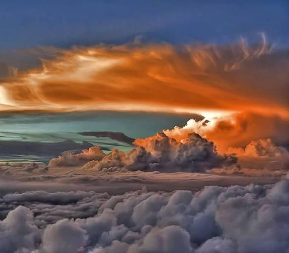 különleges felhők, vörös és szürke